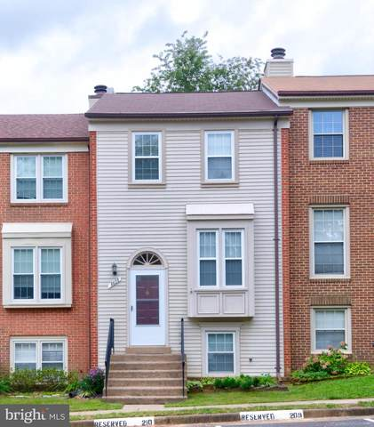 8625 Dellway Lane, VIENNA, VA 22180 (#VAFX1154414) :: The Gus Anthony Team