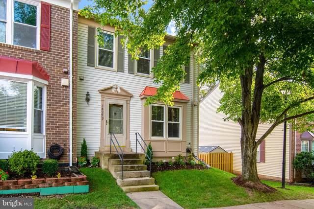 14259 Heritage Crossing Lane, CENTREVILLE, VA 20120 (#VAFX1154742) :: Debbie Dogrul Associates - Long and Foster Real Estate