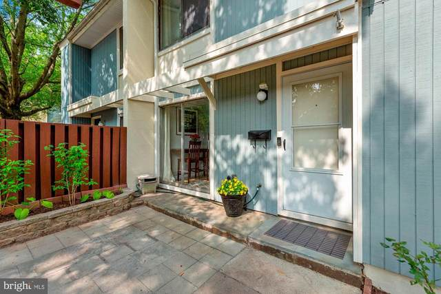 2385 Southgate Square, RESTON, VA 20191 (#VAFX1155514) :: Pearson Smith Realty