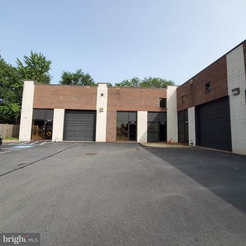 14004 Willard Road N&O, CHANTILLY, VA 20151 (#VAFX1155574) :: The Vashist Group