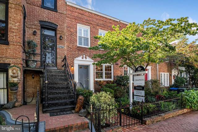 825 E Street SE, WASHINGTON, DC 20003 (#DCDC488486) :: Pearson Smith Realty