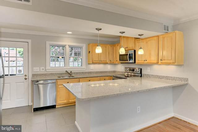 202 S Virginia Avenue #73, FALLS CHURCH, VA 22046 (#VAFA111614) :: SURE Sales Group