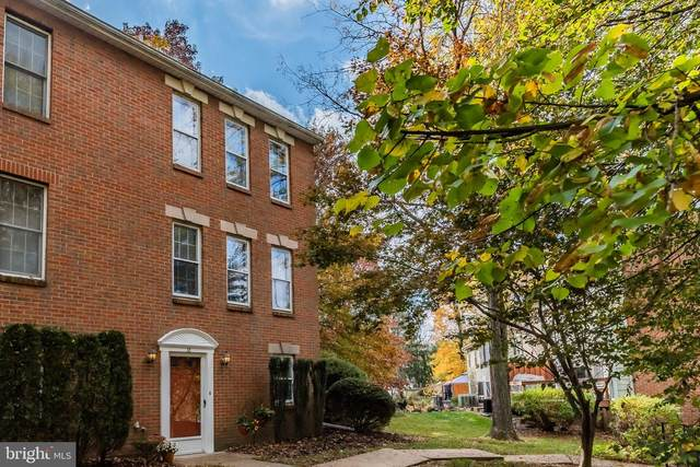 32 Fairfax Village, HARRISBURG, PA 17112 (#PADA127014) :: The Craig Hartranft Team, Berkshire Hathaway Homesale Realty