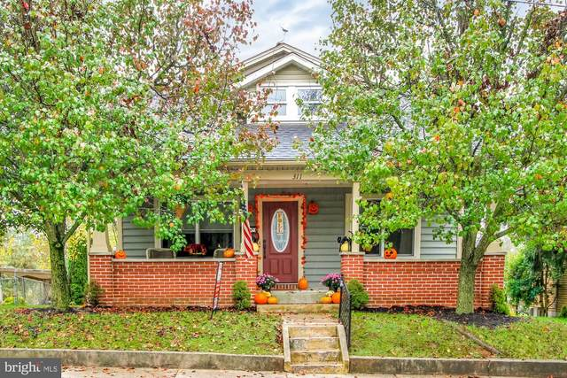 311 W High Street, NEW OXFORD, PA 17350 (#PAAD113820) :: The Heather Neidlinger Team With Berkshire Hathaway HomeServices Homesale Realty