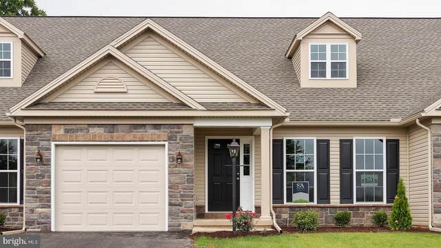 210 Thorncrest Drive #112, CARLISLE, PA 17015 (#PACB129406) :: The Heather Neidlinger Team With Berkshire Hathaway HomeServices Homesale Realty