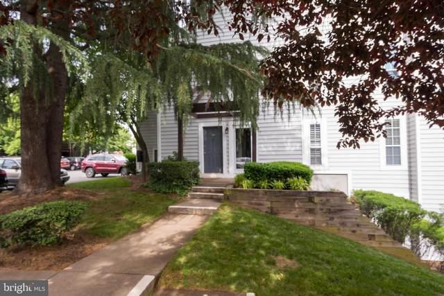 9949 Oakton Terrace Road, OAKTON, VA 22124 (#VAFX1170636) :: Nesbitt Realty