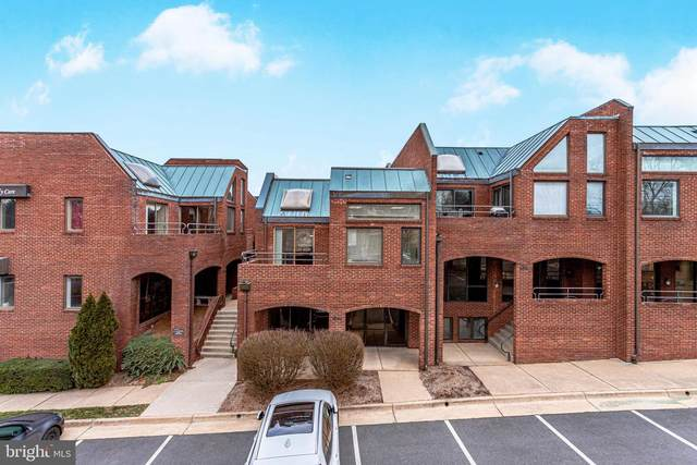6748 Old Mclean Village Drive F1, MCLEAN, VA 22101 (#VAFX1177058) :: Jacobs & Co. Real Estate