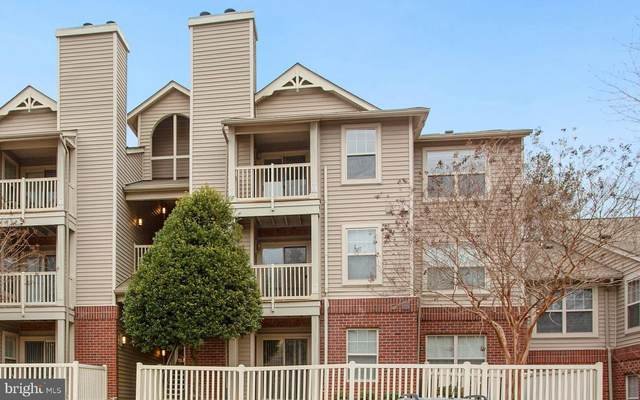 11653 Gas Light Court L, RESTON, VA 20190 (#VAFX1179044) :: The Vashist Group