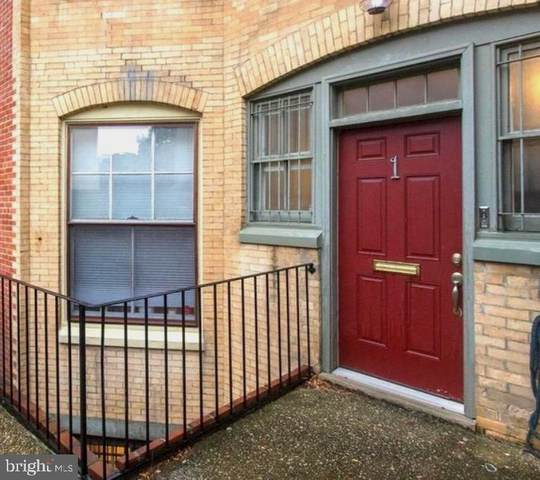 1 Willings Alley Mews, PHILADELPHIA, PA 19106 (#PAPH990012) :: Linda Dale Real Estate Experts
