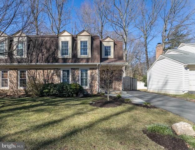 9998 Hemlock Woods Lane, BURKE, VA 22015 (#VAFX1183266) :: Debbie Dogrul Associates - Long and Foster Real Estate