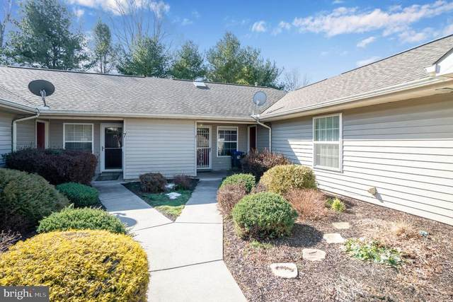 6 Eastwick Lane, CARLISLE, PA 17015 (#PACB132456) :: The Heather Neidlinger Team With Berkshire Hathaway HomeServices Homesale Realty