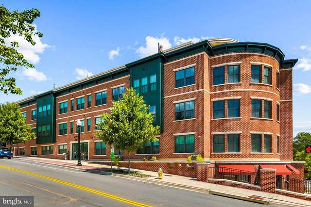 2101 N Monroe Street #204, ARLINGTON, VA 22207 (#VAAR177396) :: Debbie Dogrul Associates - Long and Foster Real Estate