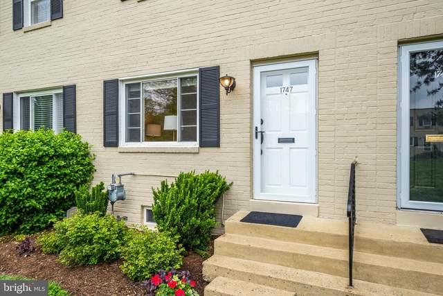 1747 N Cliff Street, ALEXANDRIA, VA 22301 (#VAAX257478) :: Dart Homes