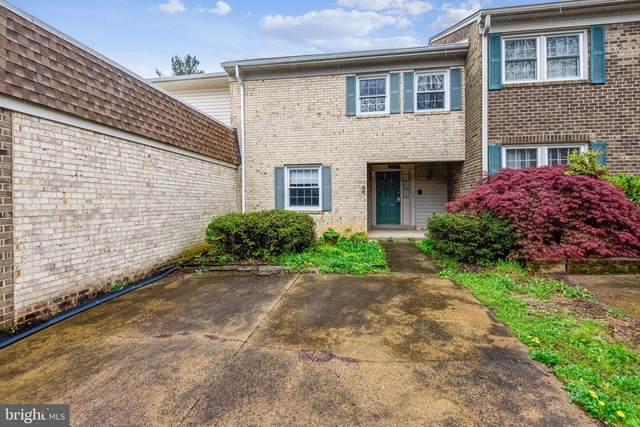 1123 Moorefield Hill Court SW, VIENNA, VA 22180 (#VAFX1193548) :: Bob Lucido Team of Keller Williams Lucido Agency