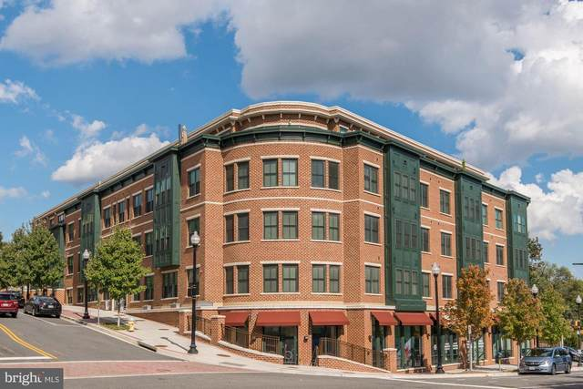 2101 Monroe Street N #217, ARLINGTON, VA 22207 (#VAAR179658) :: Debbie Dogrul Associates - Long and Foster Real Estate