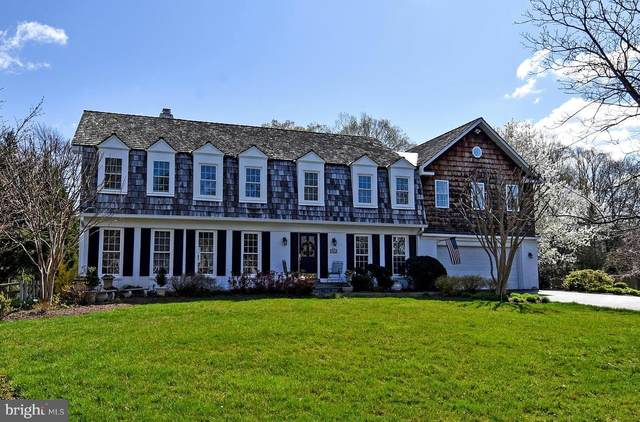 8461 Holly Leaf Drive, MCLEAN, VA 22102 (#VAFX1194712) :: The Dailey Group