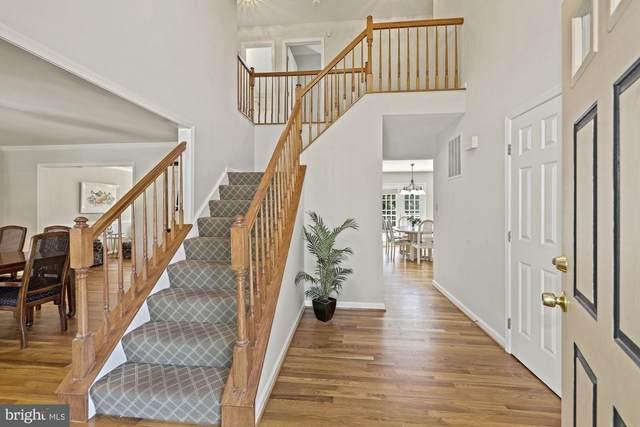 14007 Forest Ridge Drive, NORTH POTOMAC, MD 20878 (#MDMC755422) :: Dart Homes