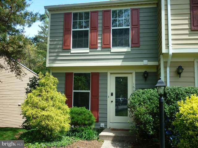 1653 Fieldthorn Drive, RESTON, VA 20194 (#VAFX1197684) :: The Lutkins Group