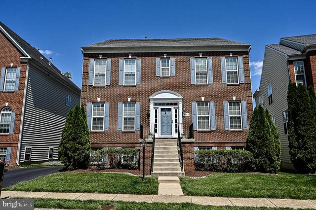 4703 Cochran Place, CENTREVILLE, VA 20120 (#VAFX1199330) :: Grace Perez Homes
