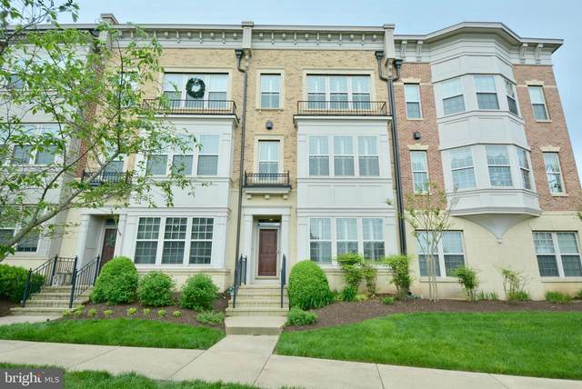 502 Overlook Park Drive #28, OXON HILL, MD 20745 (#MDPG605840) :: Dart Homes