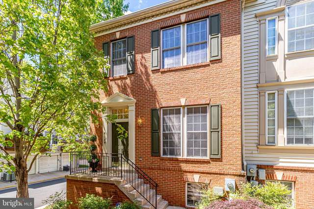 8174 Skelton Circle, FALLS CHURCH, VA 22042 (#VAFX1199968) :: Nesbitt Realty