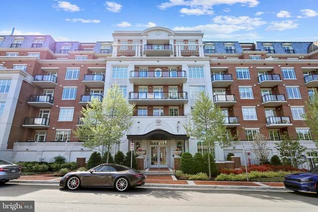 6900 Fleetwood Road #217, MCLEAN, VA 22101 (#VAFX1200030) :: The Putnam Group