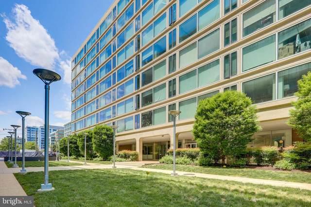 1101 3RD Street SW #110, WASHINGTON, DC 20024 (#DCDC521926) :: Shawn Little Team of Garceau Realty