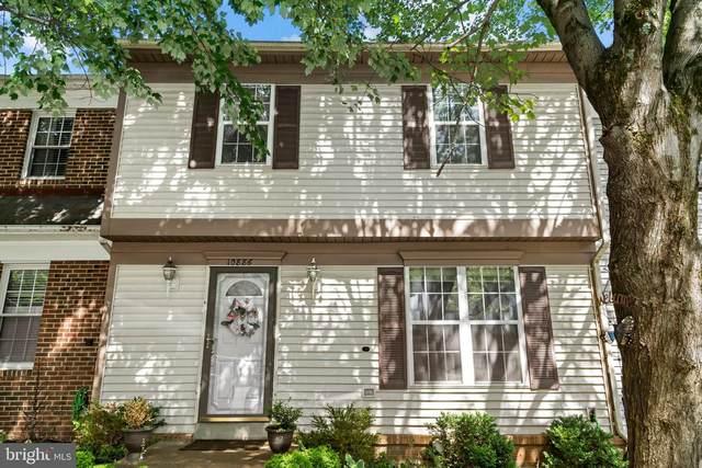 10886 Oak Green Court, BURKE, VA 22015 (#VAFX1206290) :: The Schiff Home Team