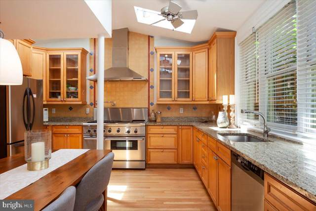 521 4TH Street SE, WASHINGTON, DC 20003 (#DCDC525360) :: Coleman & Associates