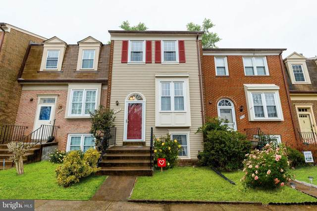 8636 Dellway Lane, VIENNA, VA 22180 (#VAFX2000132) :: Network Realty Group