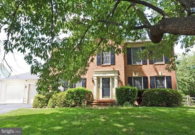 6216 Secret Hollow Lane, CENTREVILLE, VA 20120 (#VAFX2013506) :: Debbie Dogrul Associates - Long and Foster Real Estate