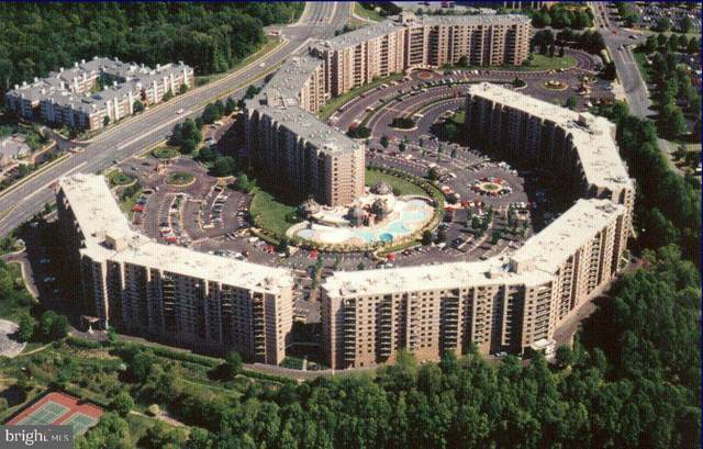 8350 Greensboro #612, MCLEAN, VA 22102 (#VAFX2015338) :: Debbie Dogrul Associates - Long and Foster Real Estate