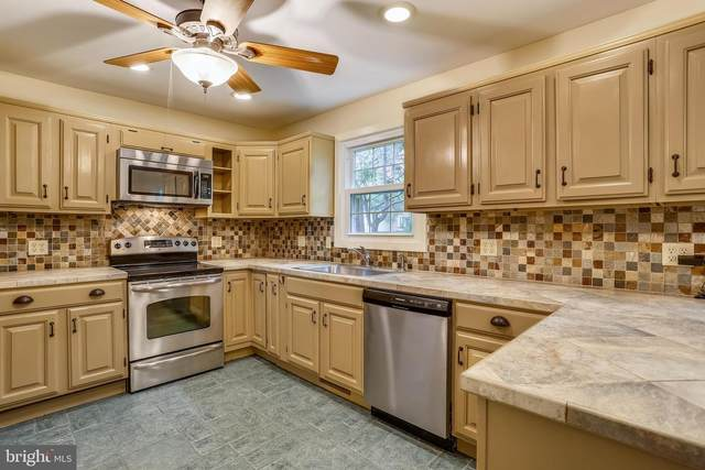 13 E Darby Court, GAITHERSBURG, MD 20878 (#MDMC2011740) :: The Maryland Group of Long & Foster Real Estate