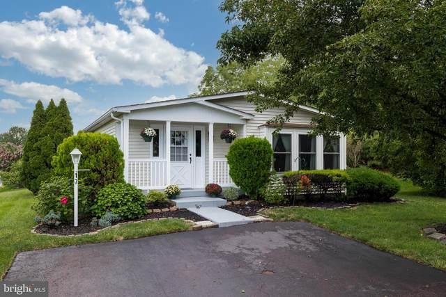 17 Goldenrod Ct W, HARLEYSVILLE, PA 19438 (MLS #PAMC2009254) :: Kiliszek Real Estate Experts