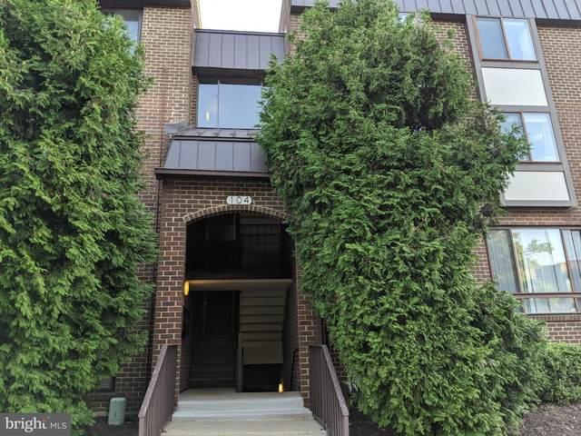 104 Roberts Lane #201, ALEXANDRIA, VA 22314 (#VAAX2003378) :: Debbie Dogrul Associates - Long and Foster Real Estate