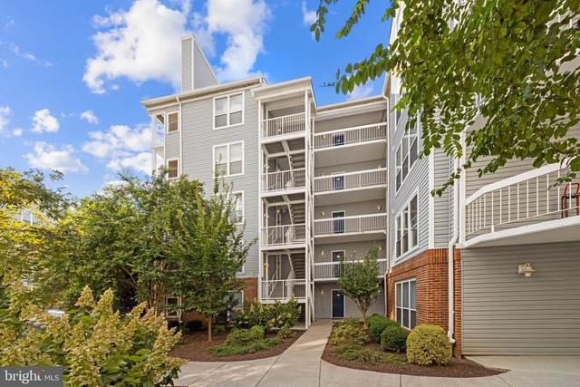 3176 Summit Square Drive 4-B3, OAKTON, VA 22124 (#VAFX2020940) :: Debbie Dogrul Associates - Long and Foster Real Estate