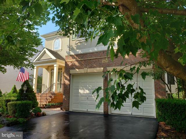 1637 Chickasaw Place NE, LEESBURG, VA 20176 (#VALO2008526) :: The Maryland Group of Long & Foster Real Estate