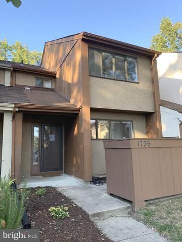 1735 Powder Horn Terrace, WOODBRIDGE, VA 22191 (#VAPW2010002) :: Keller Williams Realty Centre