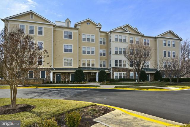 310 High Gables Drive #303, GAITHERSBURG, MD 20878 (#1010012072) :: ExecuHome Realty