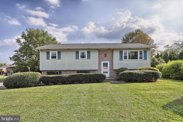 904 Oak Lane, LEBANON, PA 17046 (#PALN107912) :: The Heather Neidlinger Team With Berkshire Hathaway HomeServices Homesale Realty