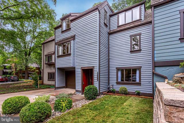 1623 Park Overlook Drive, RESTON, VA 20190 (#VAFX1084156) :: Bic DeCaro & Associates