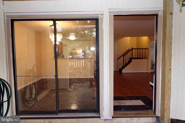 3900 Woodhue Place, ALEXANDRIA, VA 22309 (#VAFX1090260) :: Eng Garcia Grant & Co.