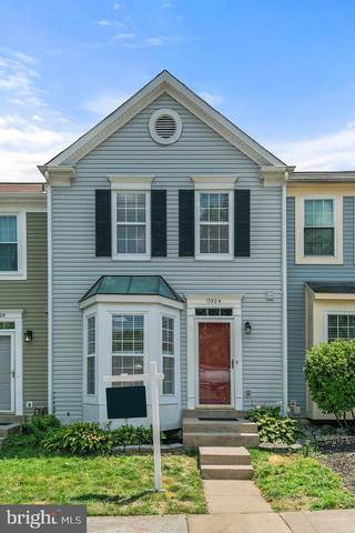 13924 Gunners Place, CENTREVILLE, VA 20121 (#VAFX1138230) :: Pearson Smith Realty
