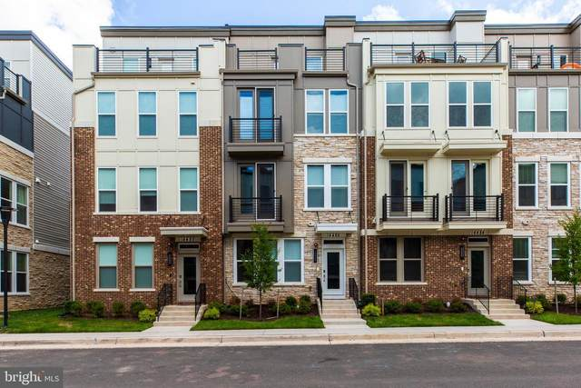 4983 Lakeside Crossing, CHANTILLY, VA 20151 (#VAFX1144242) :: Bic DeCaro & Associates