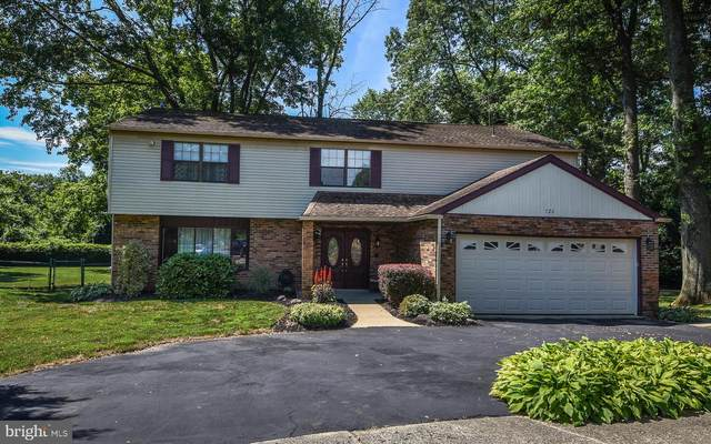 726 Fox Court, LANGHORNE, PA 19047 (#PABU502932) :: The Dailey Group