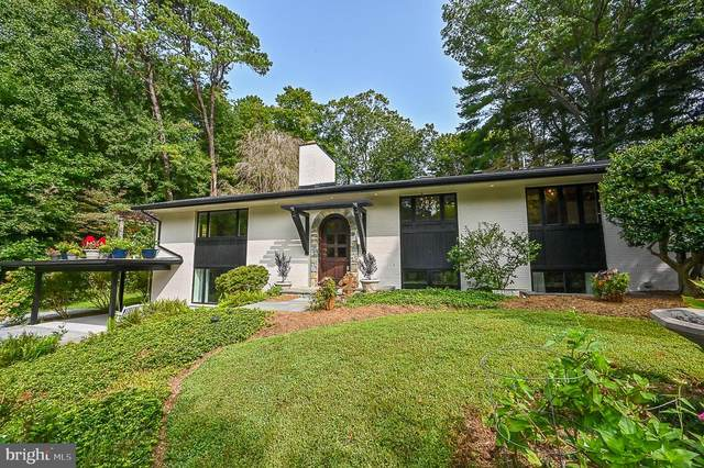 10600 Hunters Valley Road, VIENNA, VA 22181 (#VAFX1152036) :: Debbie Dogrul Associates - Long and Foster Real Estate
