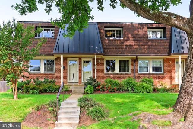 202 S Virginia Avenue #73, FALLS CHURCH, VA 22046 (#VAFA111506) :: Debbie Dogrul Associates - Long and Foster Real Estate
