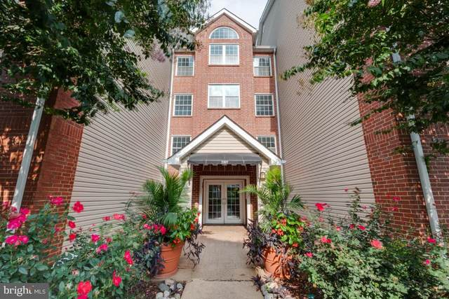 3307 Wyndham Circle #2165, ALEXANDRIA, VA 22302 (#VAAX250848) :: Crossman & Co. Real Estate