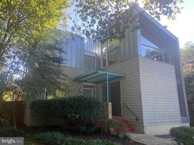 213 E Raymond Avenue, ALEXANDRIA, VA 22301 (#VAAX251564) :: Nesbitt Realty