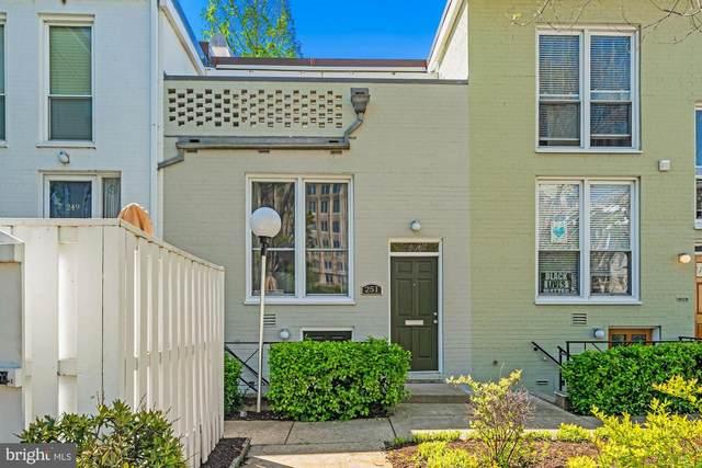 251 G Street SW #113, WASHINGTON, DC 20024 (#DCDC499146) :: Corner House Realty